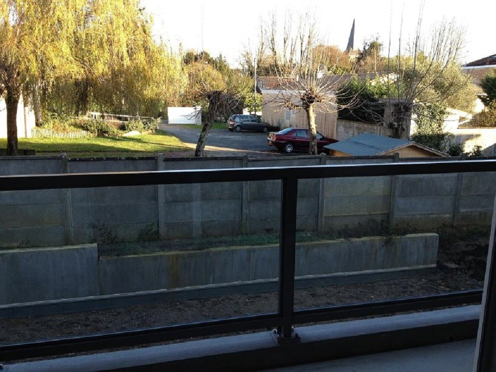 Appartement t2 saint m dard en jalles for Entretien jardin saint medard en jalles
